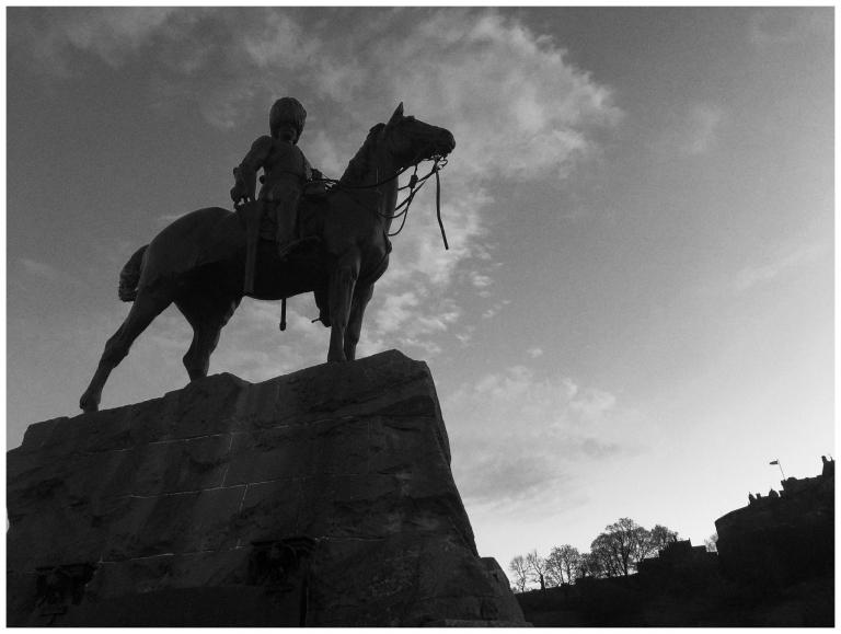 a statue in edinburgh